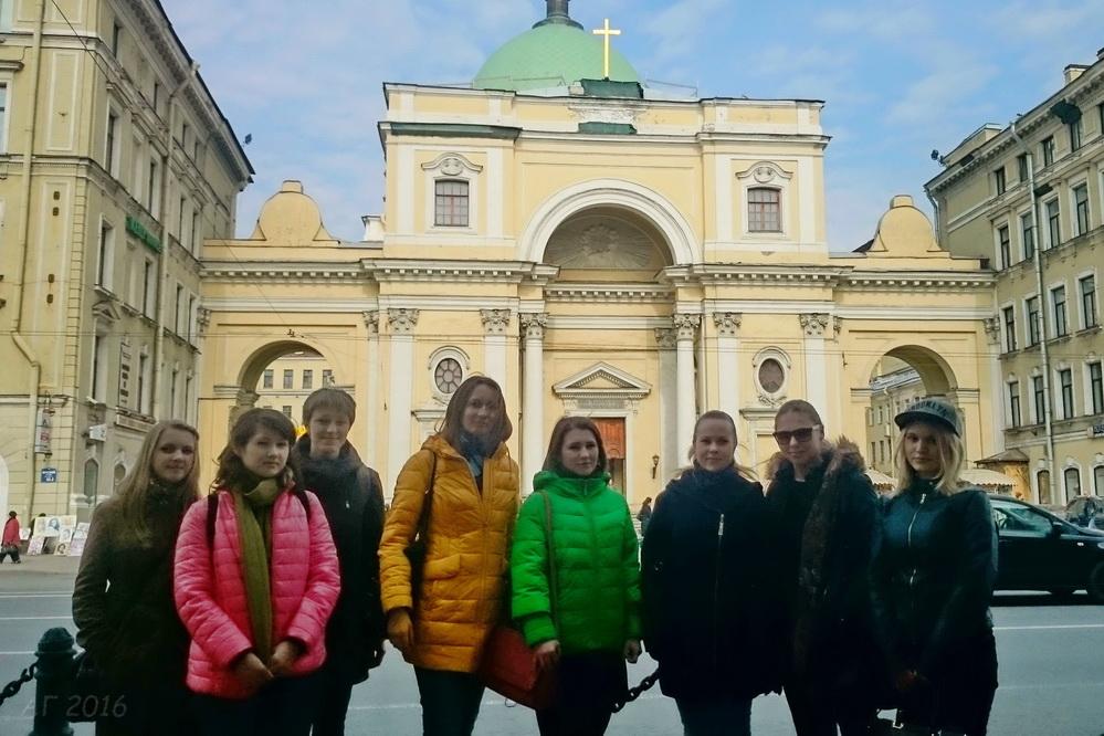Студенты РГПУ у базилики св. Екатерины Римско-католической церкви, 06.04.2016