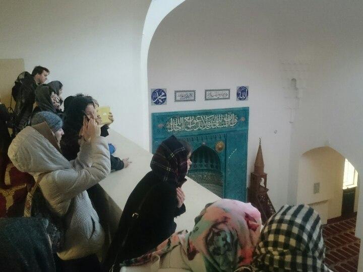 2017_04_12 студенты РГПУ в Соборной мечети СПб