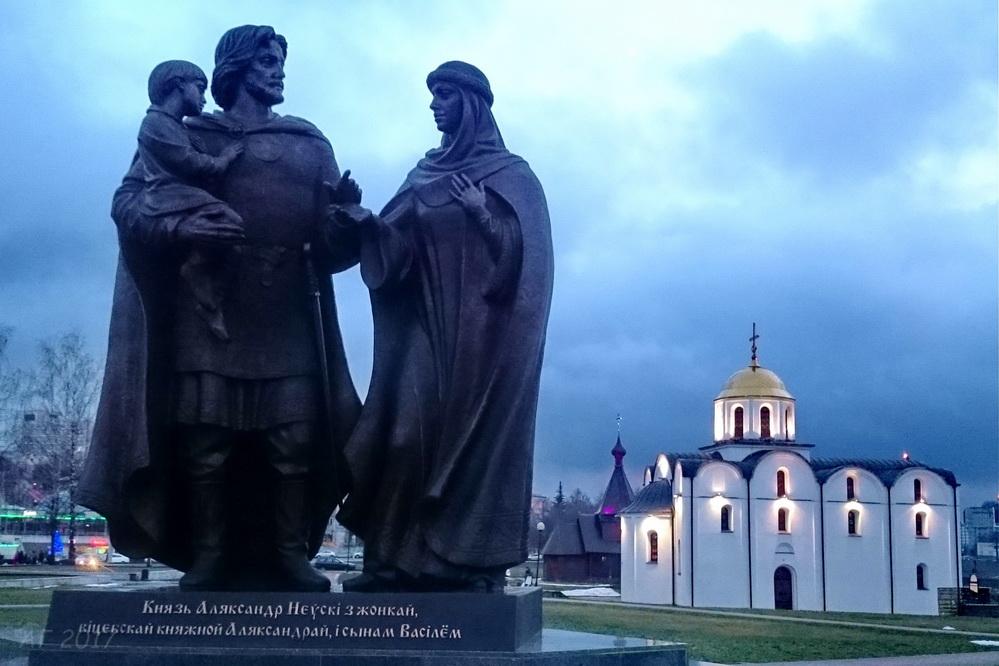 Памятник князю Александру Невскому с женою, Витебск, 02.01.2017