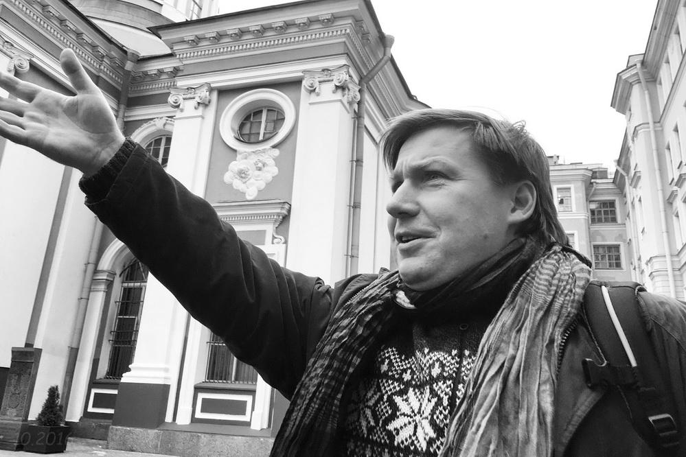 Доцент А.В. Гайдуков проводит для студентов РГПУ им. А.И. Герцена экскурсию в Армянской церкви св. Екатерины, 12.10.2016