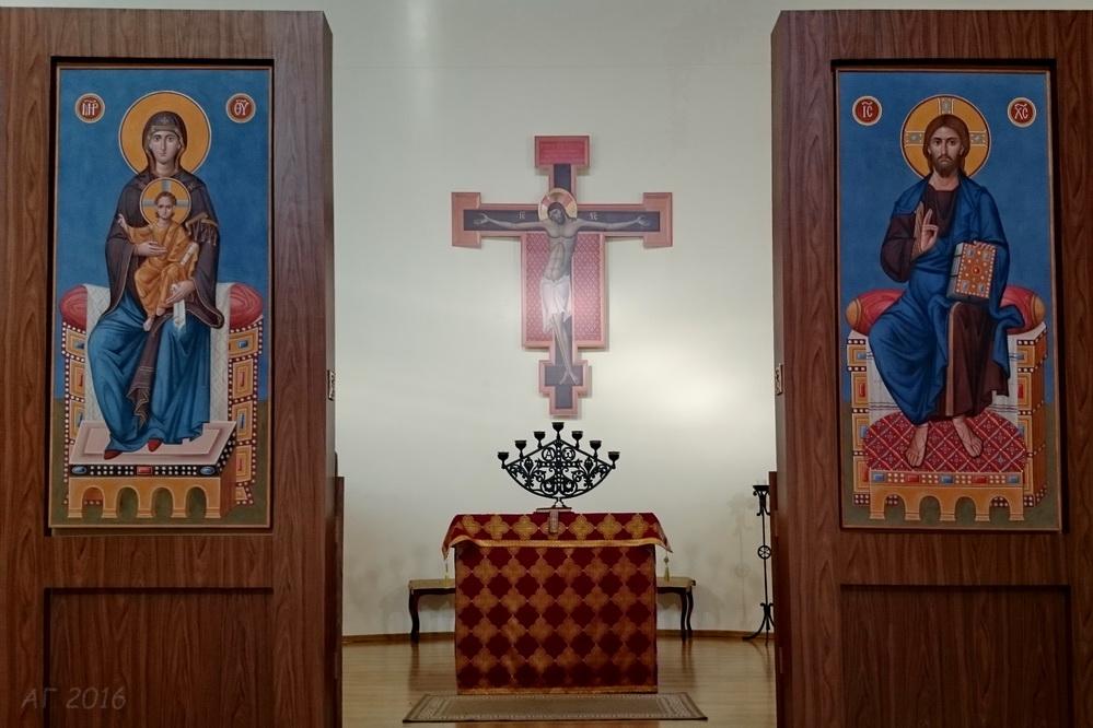 Алтарь храма свв. апп. Петра и Павла (в РГПУ), 19.10.2016