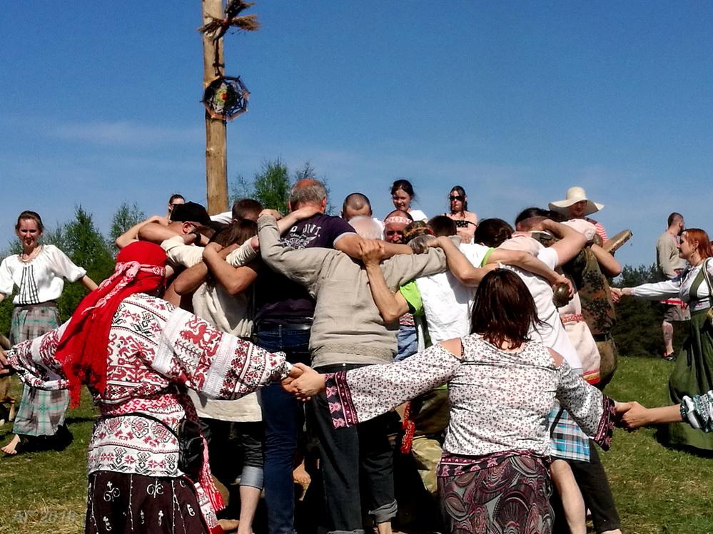 Хоровод на холме. «Яра Живица», Крина, 13.05.2018