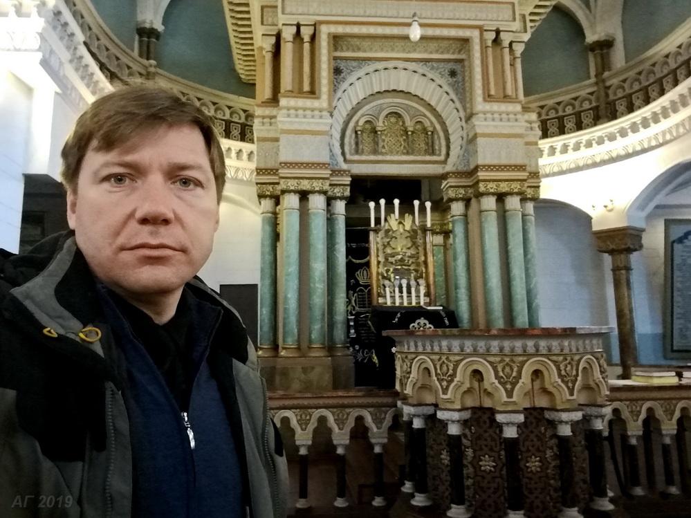 А.В. Гайдуков у амуда в Хоральной синагоге Вильнюса, 29.09.2019