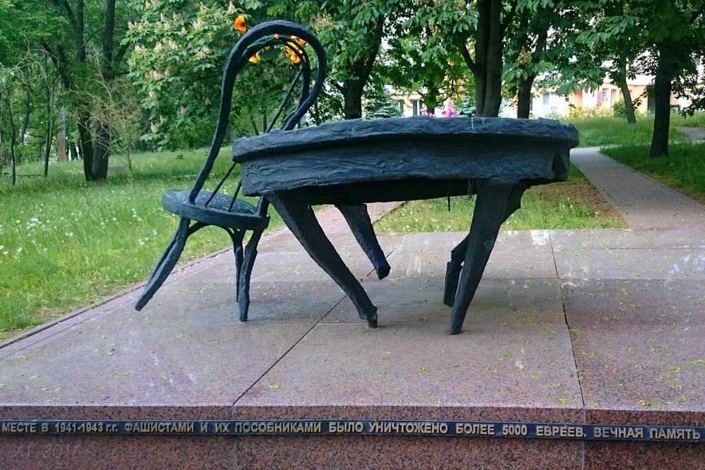 Мемориал «Разбитый очаг» в память о минском еврейском гетто. Минск, 28.05.2016