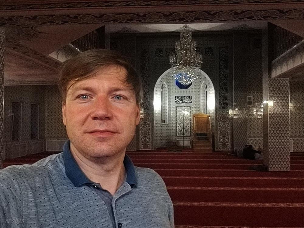 А. Гайдуков в Костромской мемориальной мечети. Кострома, 02.08.2020