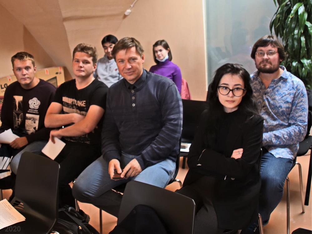 А.В. Гайдуков и участники СНО религиоведения на круглом столе «Актуальные вызовы свободы совести», 18.09.2020 (фото В.А. Егорова)